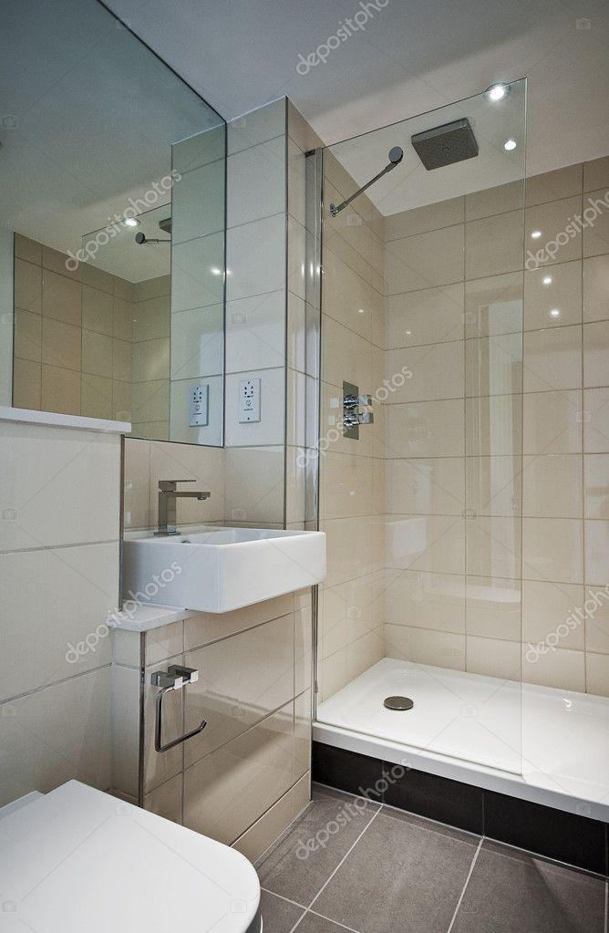 Современная отдельная ванная комната