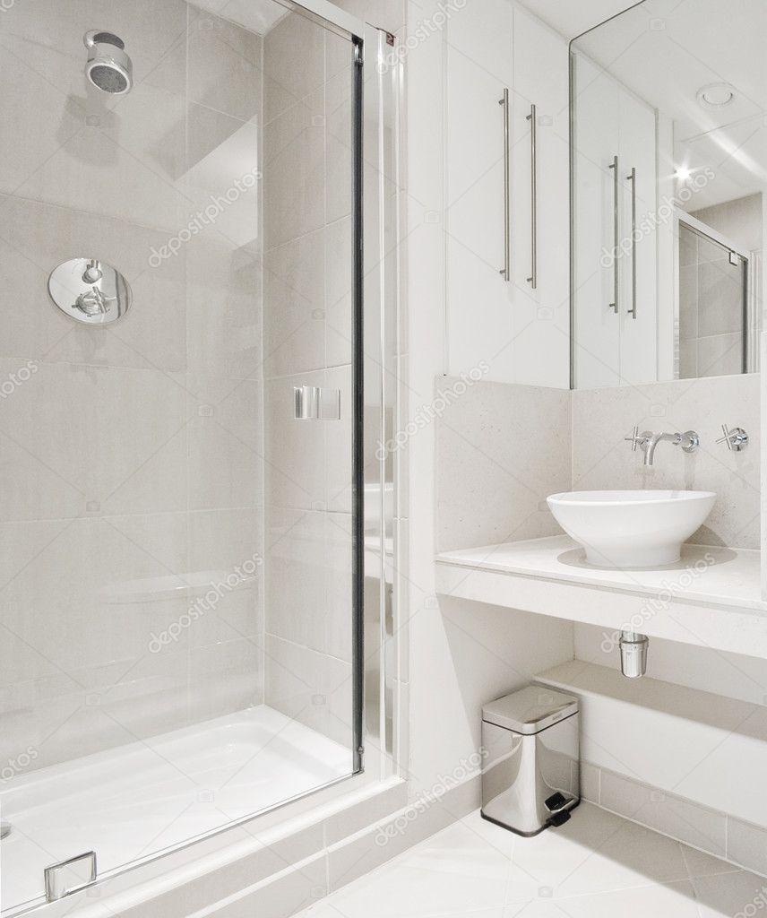 Bagno moderno con doccia angolo — Foto Stock © jrphoto #3982640