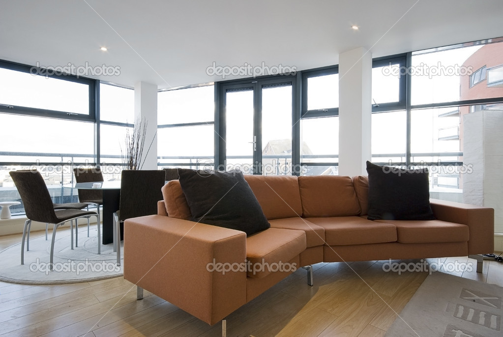 wohnzimmer mit gro en orange sofa stockfoto jrphoto 5186163. Black Bedroom Furniture Sets. Home Design Ideas