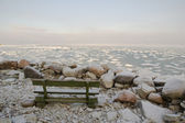 Bench on coast. Winter morning at the sea — Stock Photo