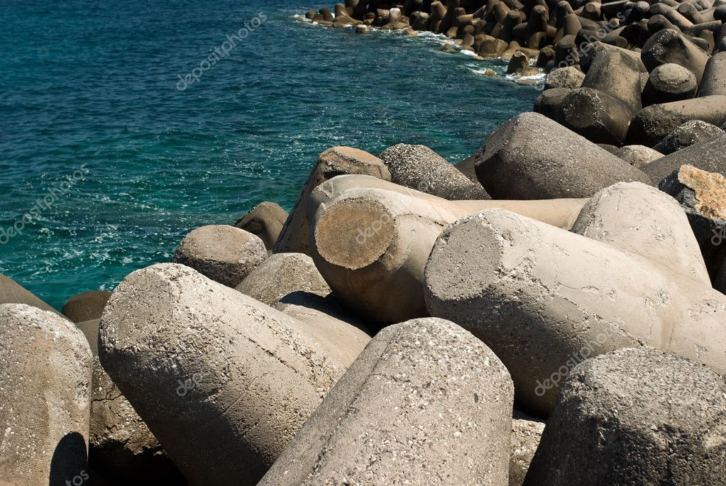 Breakwater with concrete blocks - tetrapods — Stock Photo #5284609