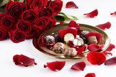 Schokolade und rosen — Stockfoto