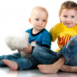 Brother and sister sitting smiling — Stock Photo