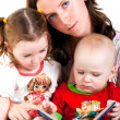 Mother reading to her children — Stock Photo