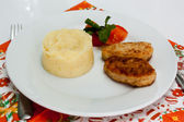 Mashed potatoes with a cutlet — Stock Photo
