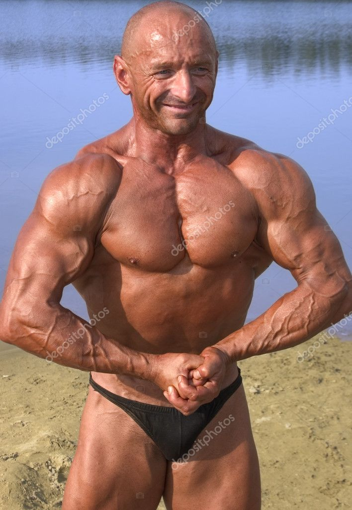 Strong man posing in nature — Stock Photo #4217432