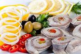 Skivad fisk med grönsaker — Stockfoto