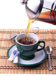 Pouring fresh tea kettle into green cup — Stockfoto
