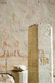 在庙里的 hatchepsut 支柱 — 图库照片