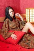 休息在和服的女人 — 图库照片