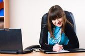 Business woman with laptop — Stock Photo