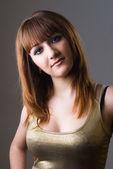 девушка с красными волосами — Стоковое фото