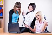 Mulheres de negócios no escritório — Foto Stock