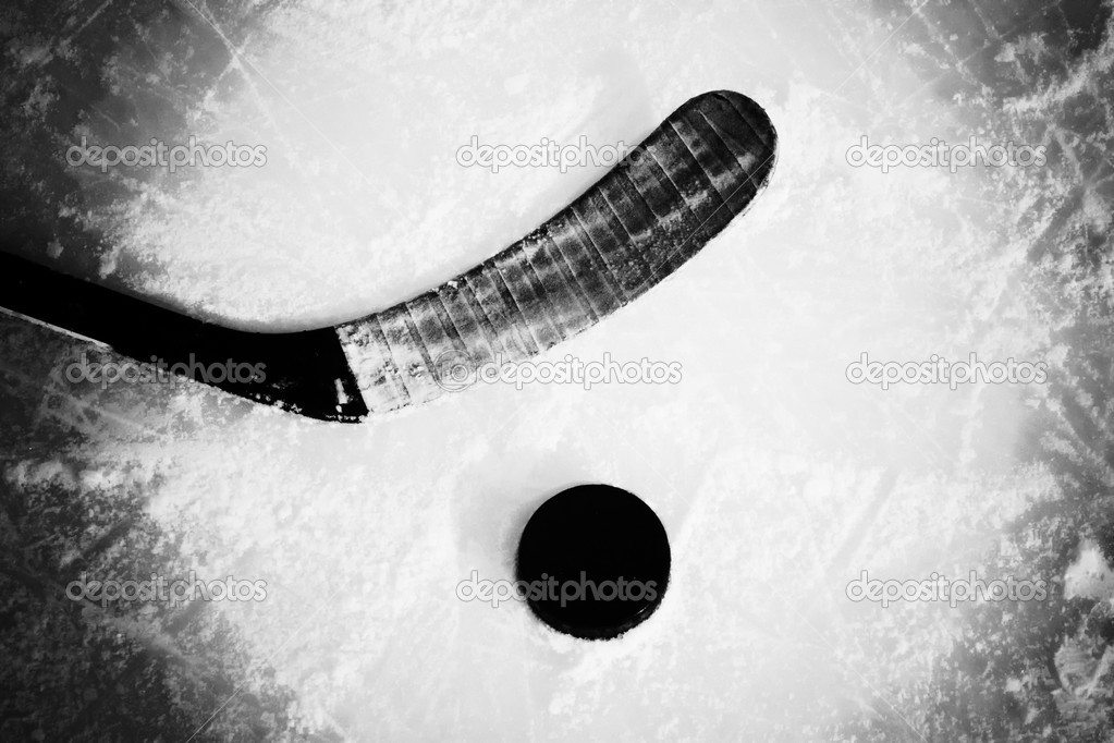 Hockey stick and puck — Foto Stock #4602161