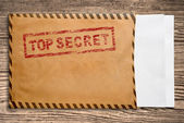 Envelope with top secret stamp and blank papers. — Stock Photo