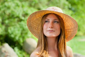 Young beautiful girl with hat posing outdoor — Stock Photo