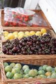 Visualizzazione di frutta fresca — Foto Stock