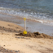 Childs Spade by the Shoreline — Stock Photo