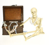 Skeleton with Treasure Chest — Stock Photo