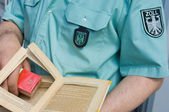 German customs officer detects smuggled cigarettes — Stock Photo