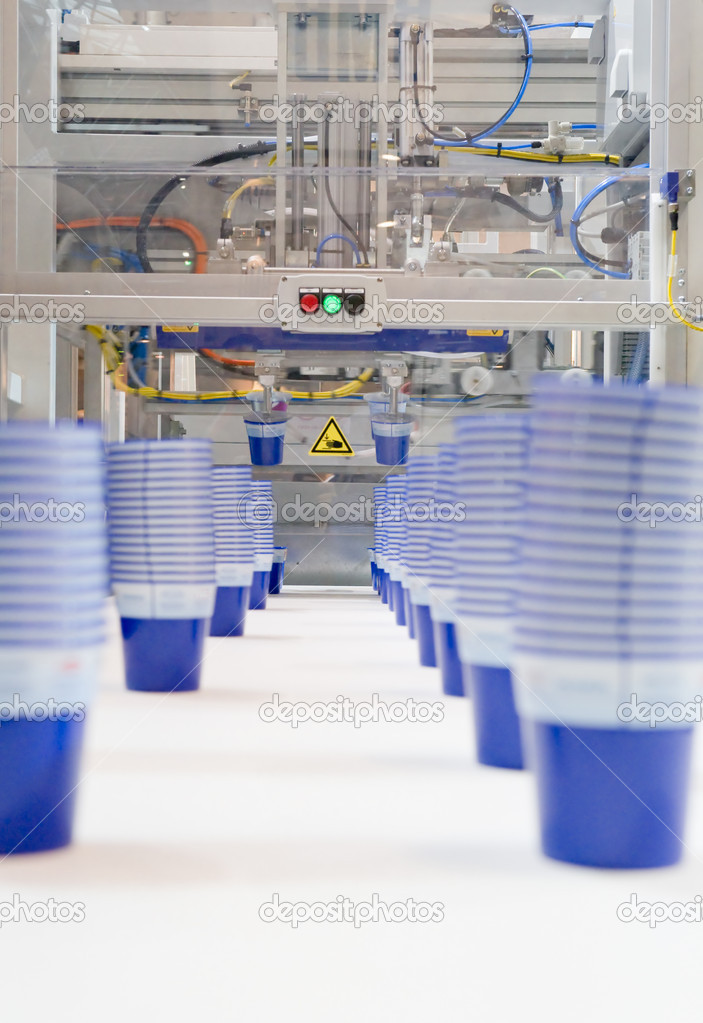 Mass production of plastic cups — Stock Photo #4151540