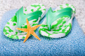 Flip-flops and Starfish — Stock Photo