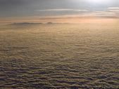 Saltando fora das nuvens — Fotografia Stock