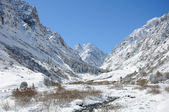Winter in mountains with blue sky and clouds — Stock Photo