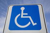 Muestra del estacionamiento discapacitados — Foto de Stock