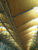 Glasfront and ceiling of a terminal at the madrid airport — Stock Photo