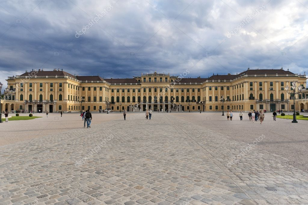 Schonbrunn palace in Vienna Austria — Stock Photo #5086696