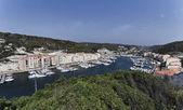 Frankrike, korsika, bonifacio, utsikt över staden och hamnen — Stockfoto