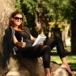 Young woman reading in the park — Stock Photo #3925161