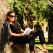 Young woman reading in the park — Stock Photo #3934433