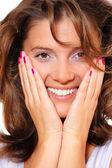 Porträtt av en ung vacker kvinna som ler — Stockfoto