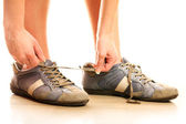 Lacing up shoes — Stock Photo