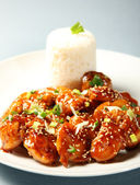Sesame chicken with rice — Stock Photo