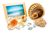 Basket and photo frame to next shell — Stock Photo