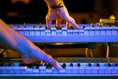 Músico e piano em concerto — Fotografia Stock
