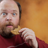 Man met cookie — Stockfoto