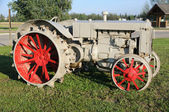 Vintage Tractor at Historic Farm — Foto de Stock