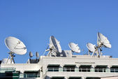 Satellite Communications Dishes on top of TV Station — Stockfoto