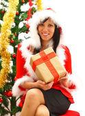 Mujer de navidad con regalo — Foto de Stock