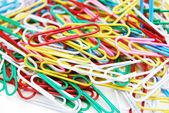 Muitos dos clipes de papel coloridos — Fotografia Stock