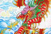 ドラゴン絵画の壁中国タイの寺で — ストック写真