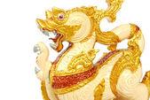 Estátua do leão de ouro isolada — Fotografia Stock