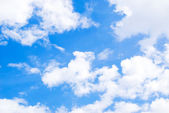 Beautiful cloudy blue sky background — Stock Photo