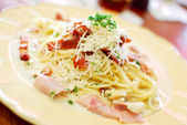 Traditional carbonara spaghetti — Stock Photo