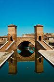 Comacchio (Italia): Ponte dei tre ponti (Bridge of three bridge — Stock Photo