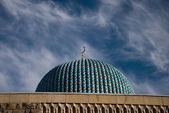 Fragment z mešity v s. petersburg na oblohu s mraky poza — Stock fotografie